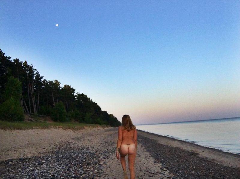 【大自然ヌード】動物を連れてアメリカ中を全裸でハイキングする35歳獣医師、正直エロいwwwwwww(画像)・23枚目