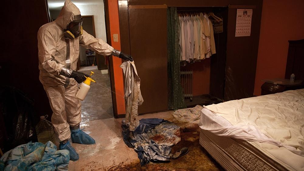【閲覧注意】海外の特殊清掃作業員、血しぶきの前でSNS画像を撮ってしまう・・・・・(画像)・2枚目