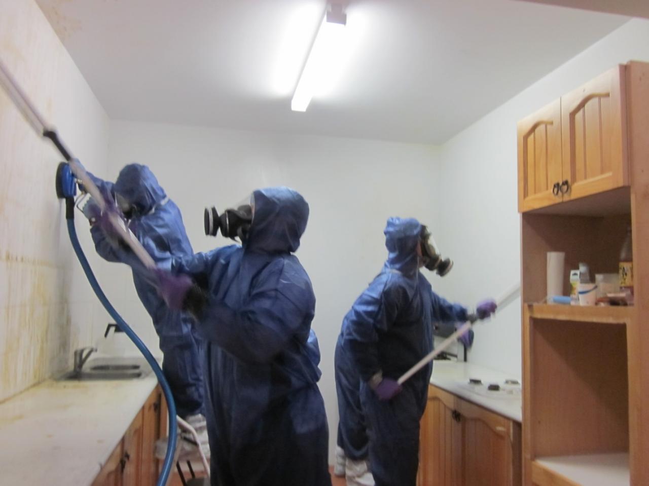 【閲覧注意】海外の特殊清掃作業員、血しぶきの前でSNS画像を撮ってしまう・・・・・(画像)・6枚目