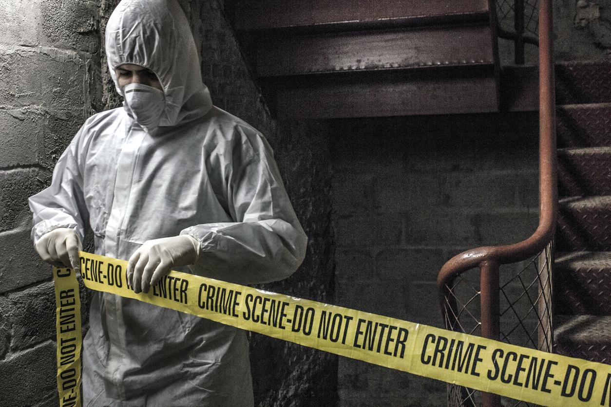 【閲覧注意】海外の特殊清掃作業員、血しぶきの前でSNS画像を撮ってしまう・・・・・(画像)・8枚目