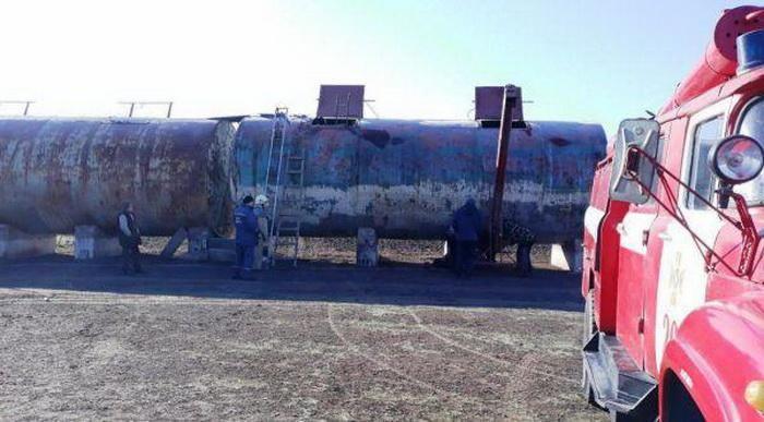 【危険】ヒマワリの種の保存タンクに転落したウクライナ人女性、危うく死にかける・・・・・(画像)・1枚目