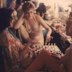 【貴重画像】1958年に撮影された海外キャバレーの舞台裏の様子、ムッチリ系多くてエロい!(画像)