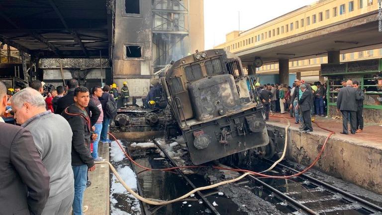 【衝撃】先月末エジプト駅で発生した火災の様子、火だるまになって逃げまわる人が・・・・・(動画)・1枚目