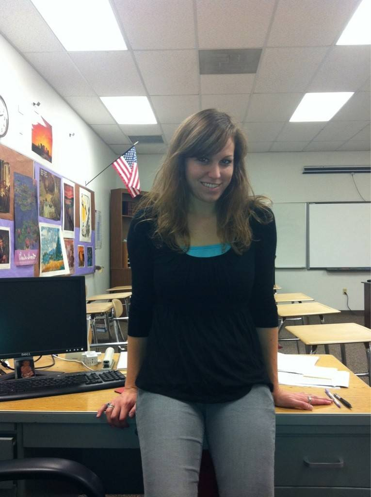 【エロ教師】アメリカのエロエロ女教師、教え子に教室で撮ったエロ自撮り写真を送りつけて御用!!(画像)・1枚目