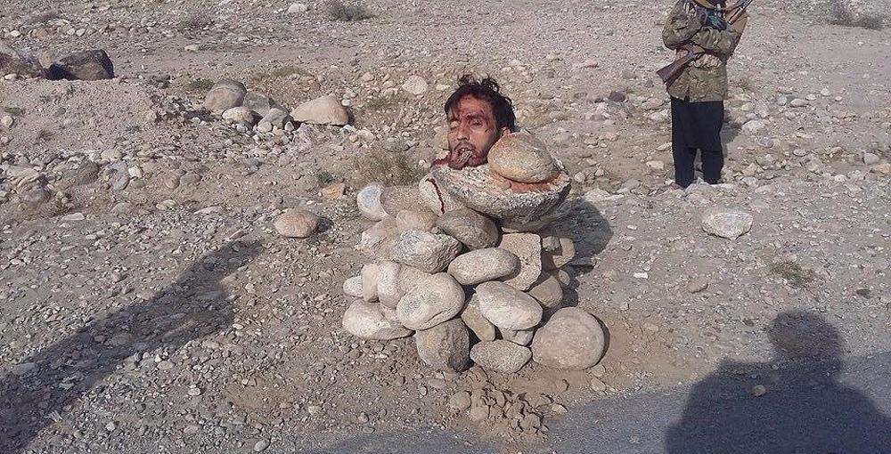 【アッラーアクバル】ISISとアフガニスタン軍の熾烈な争い、捕らえられた兵士はこうなる・・・・・(画像)・3枚目