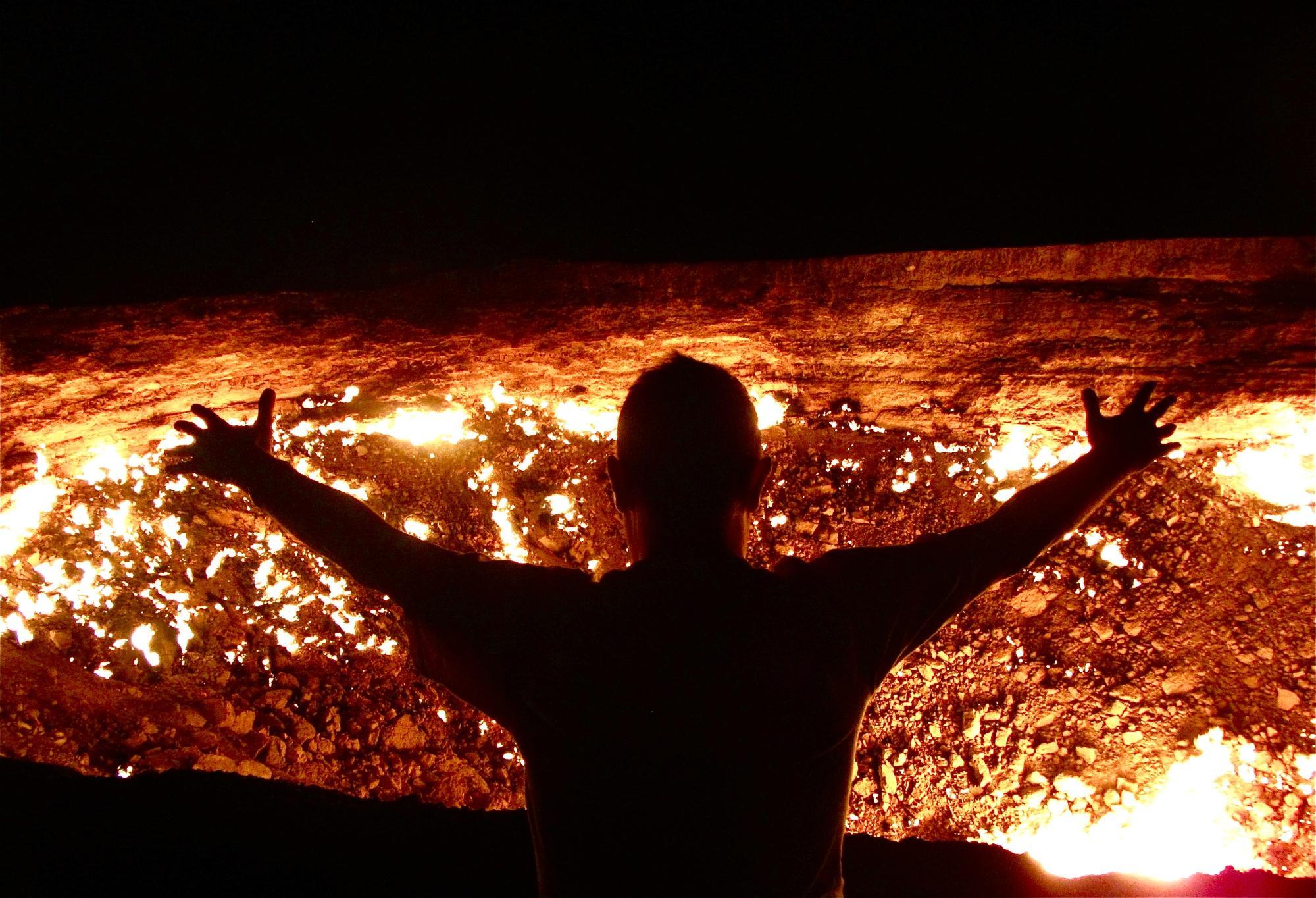 """【神秘的】ドローンで撮影されたトルクメニスタンのガスクレーター""""地獄門""""、ただただ凄過ぎる・・・・・(画像、動画)・5枚目"""