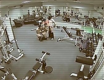 【監視カメラ】どうせチェックなどしないと監視カメラのある場所でハメたカップル、同僚によって晒される・・・・・(画像)・3枚目