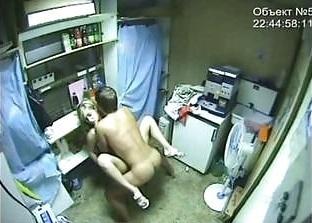 【監視カメラ】どうせチェックなどしないと監視カメラのある場所でハメたカップル、同僚によって晒される・・・・・(画像)・13枚目