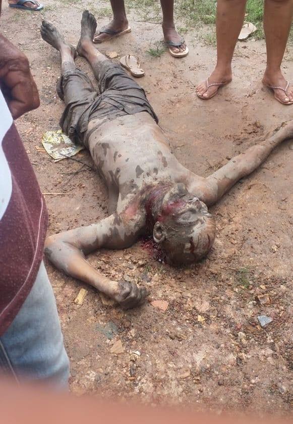 【治外法権】81歳のお爺ちゃんと殺害した若者、村人に捕まり全身を切り刻まれて処刑される!!(画像)・1枚目