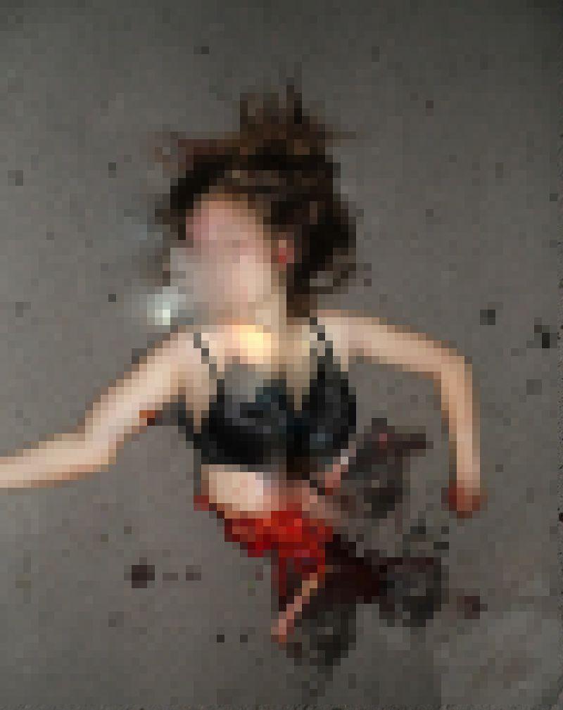 【自殺】建物から飛び降りて鉄柵に衝突したまんさん、バラバラになる・・・・・(画像)・6枚目