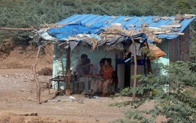 【世紀末】インドで撮影された少女売春の現場、下は10歳以下から平均一発1000円以下とか・・・・・・1枚目