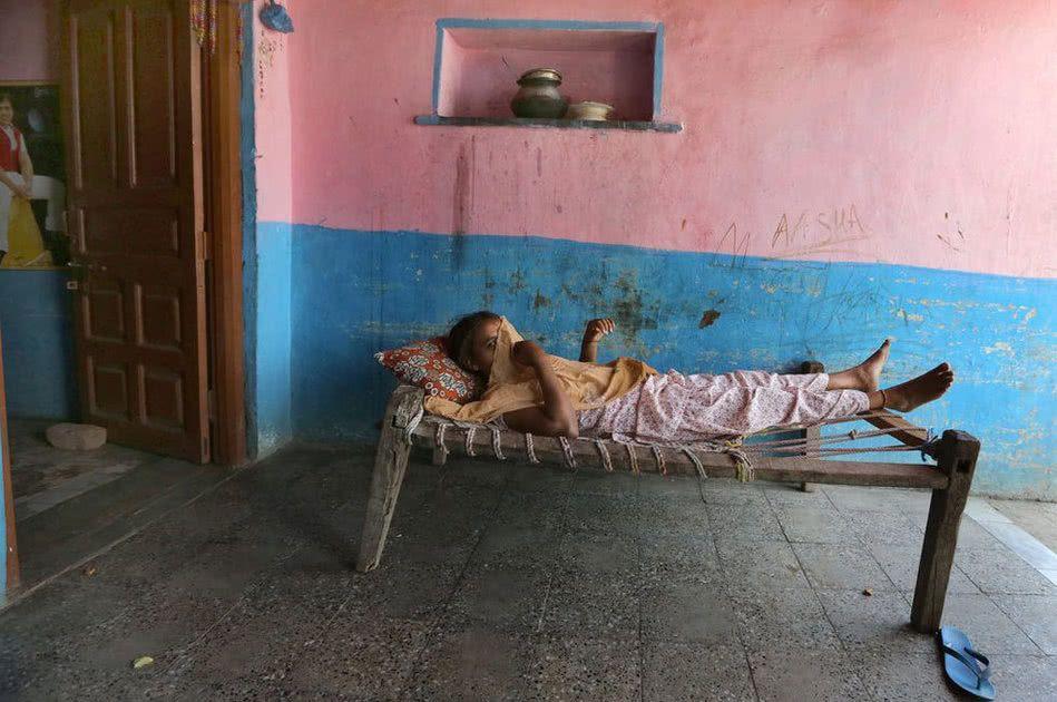 【世紀末】インドで撮影された少女売春の現場、下は10歳以下から平均一発1000円以下とか・・・・・・2枚目