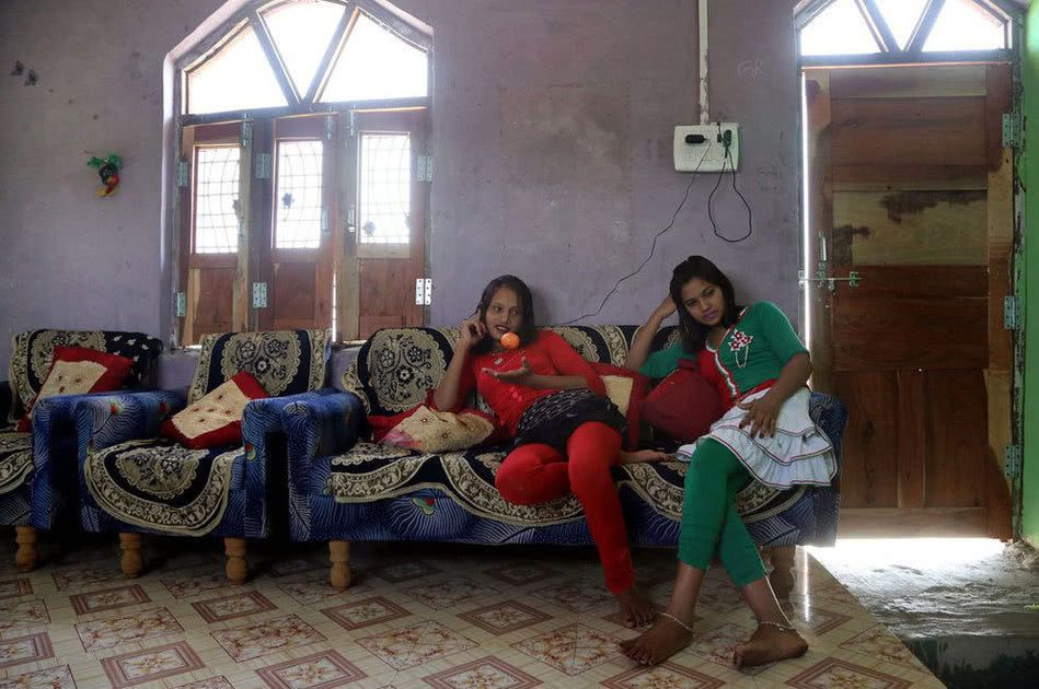 【世紀末】インドで撮影された少女売春の現場、下は10歳以下から平均一発1000円以下とか・・・・・・3枚目