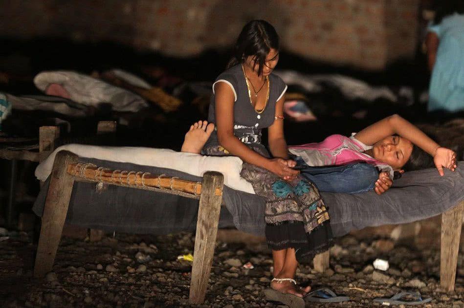 【世紀末】インドで撮影された少女売春の現場、下は10歳以下から平均一発1000円以下とか・・・・・・4枚目