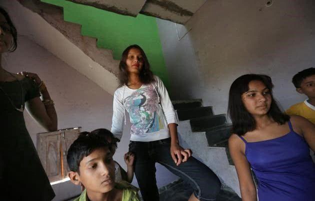 【世紀末】インドで撮影された少女売春の現場、下は10歳以下から平均一発1000円以下とか・・・・・・5枚目