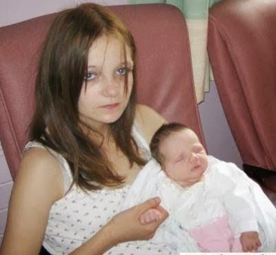 【酷すぎ】12歳でお兄ちゃんにレイプされて出産したイギリス美少女、その後恋人と結婚して新たな子を授かる・・・・・(画像)・2枚目