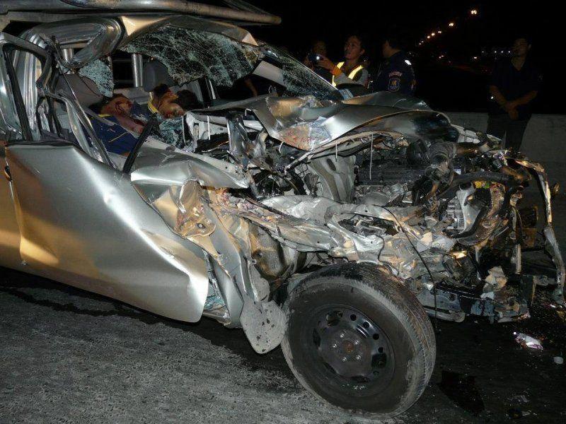 【グロ注意】高速で事故った人、車内にもかかわらずとんでもない所から頭がザックリいってしまう・・・・・(画像)・1枚目