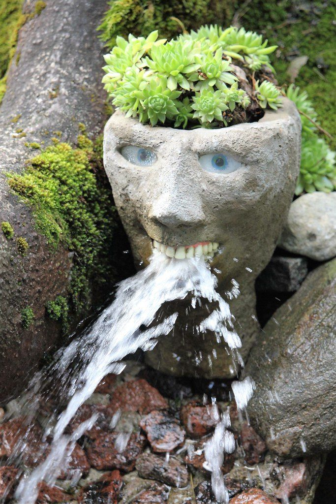 【怖過ぎ】フィンランドの彫刻家が庭に設置した450体の作品、ホラー過ぎだろ!!(画像)・1枚目