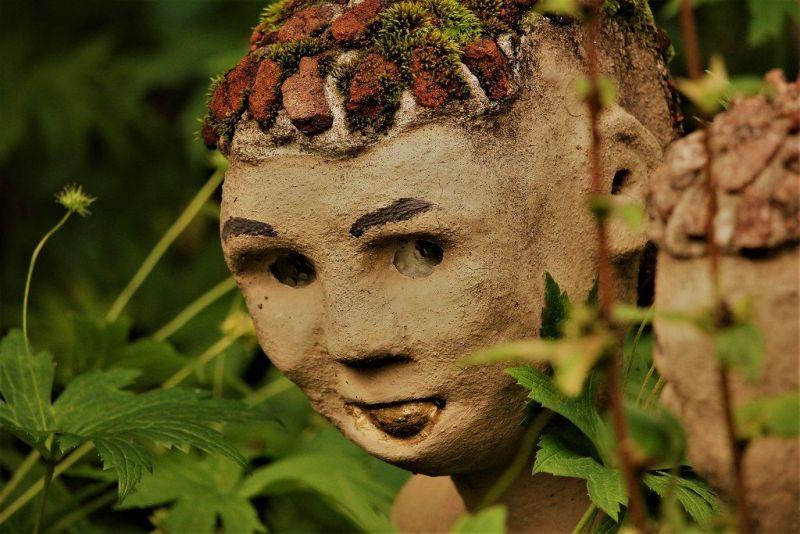 【怖過ぎ】フィンランドの彫刻家が庭に設置した450体の作品、ホラー過ぎだろ!!(画像)・4枚目