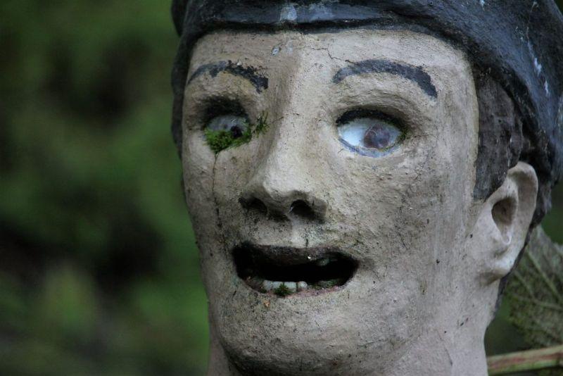 【怖過ぎ】フィンランドの彫刻家が庭に設置した450体の作品、ホラー過ぎだろ!!(画像)・7枚目