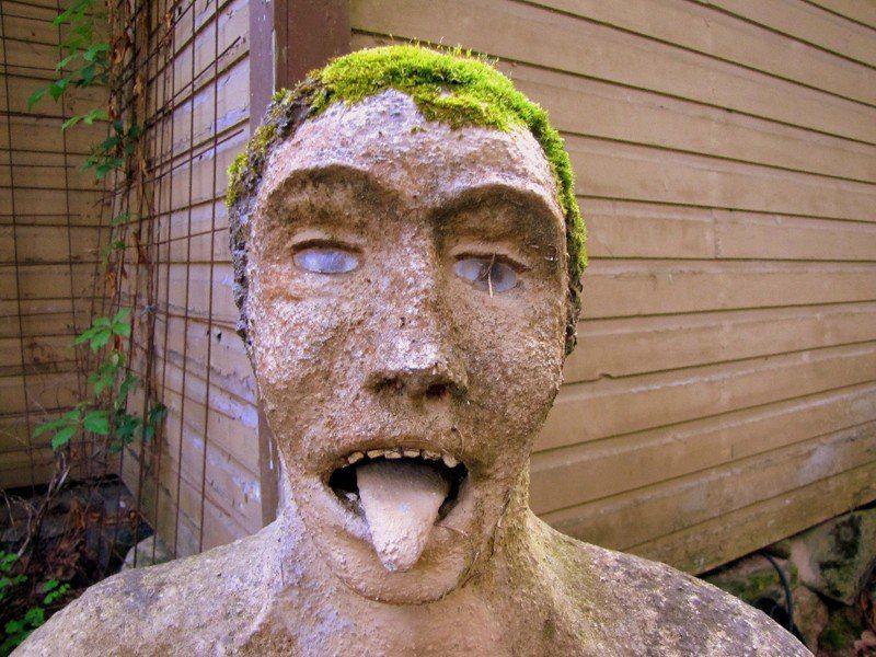 【怖過ぎ】フィンランドの彫刻家が庭に設置した450体の作品、ホラー過ぎだろ!!(画像)・9枚目