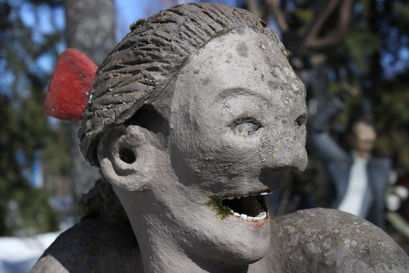 【怖過ぎ】フィンランドの彫刻家が庭に設置した450体の作品、ホラー過ぎだろ!!(画像)・16枚目