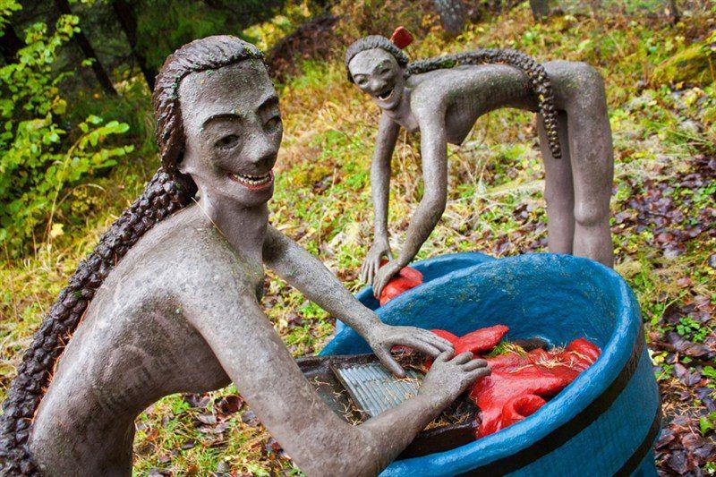 【怖過ぎ】フィンランドの彫刻家が庭に設置した450体の作品、ホラー過ぎだろ!!(画像)・18枚目