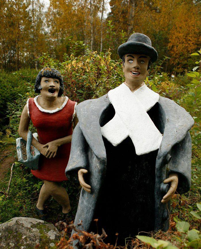 【怖過ぎ】フィンランドの彫刻家が庭に設置した450体の作品、ホラー過ぎだろ!!(画像)・19枚目