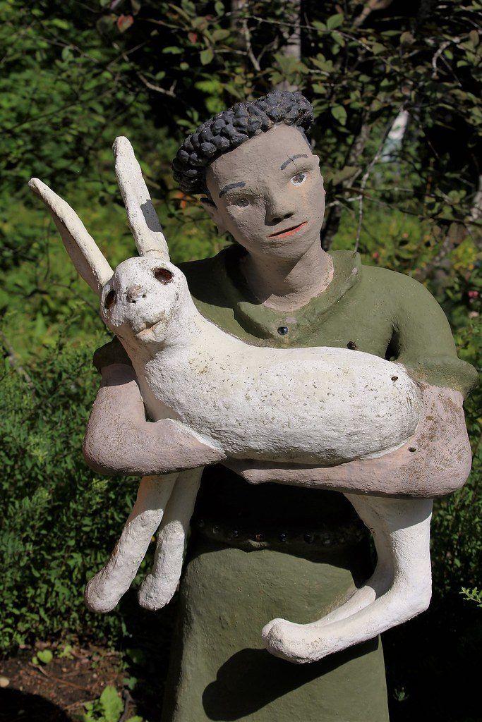 【怖過ぎ】フィンランドの彫刻家が庭に設置した450体の作品、ホラー過ぎだろ!!(画像)・21枚目