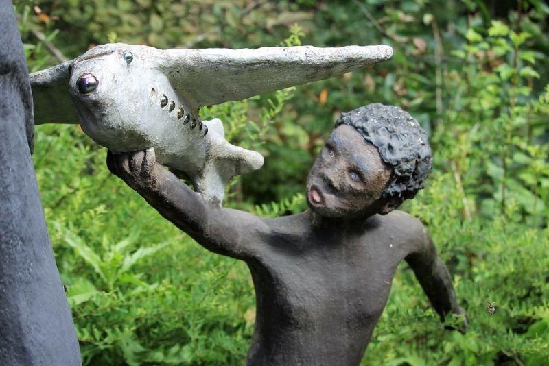 【怖過ぎ】フィンランドの彫刻家が庭に設置した450体の作品、ホラー過ぎだろ!!(画像)・22枚目