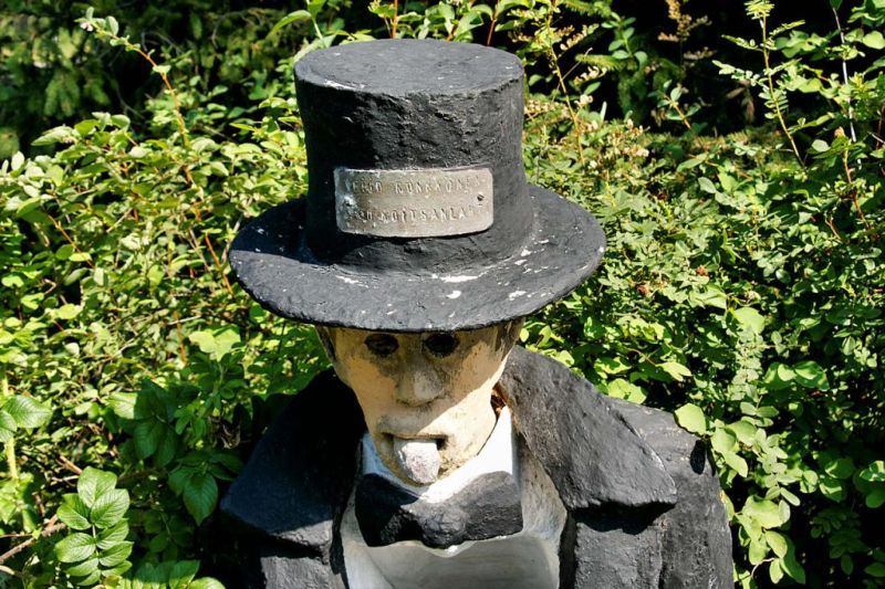 【怖過ぎ】フィンランドの彫刻家が庭に設置した450体の作品、ホラー過ぎだろ!!(画像)・25枚目
