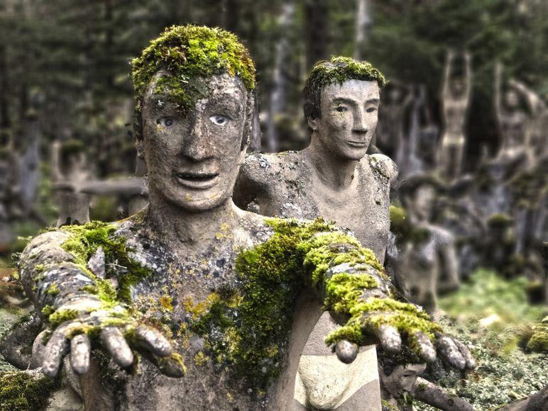【怖過ぎ】フィンランドの彫刻家が庭に設置した450体の作品、ホラー過ぎだろ!!(画像)・30枚目