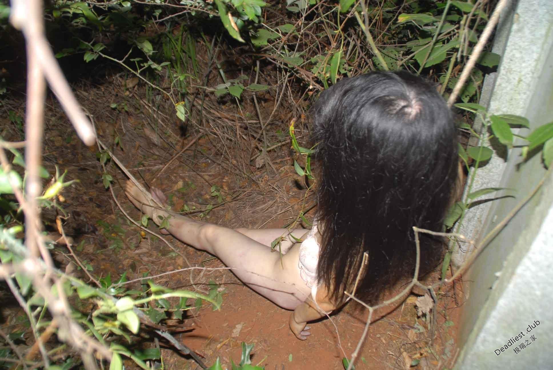 【遺体注意】詳細不明 中国の墓地で発見された若い女性の遺体、レイプ?自殺?(画像)・2枚目