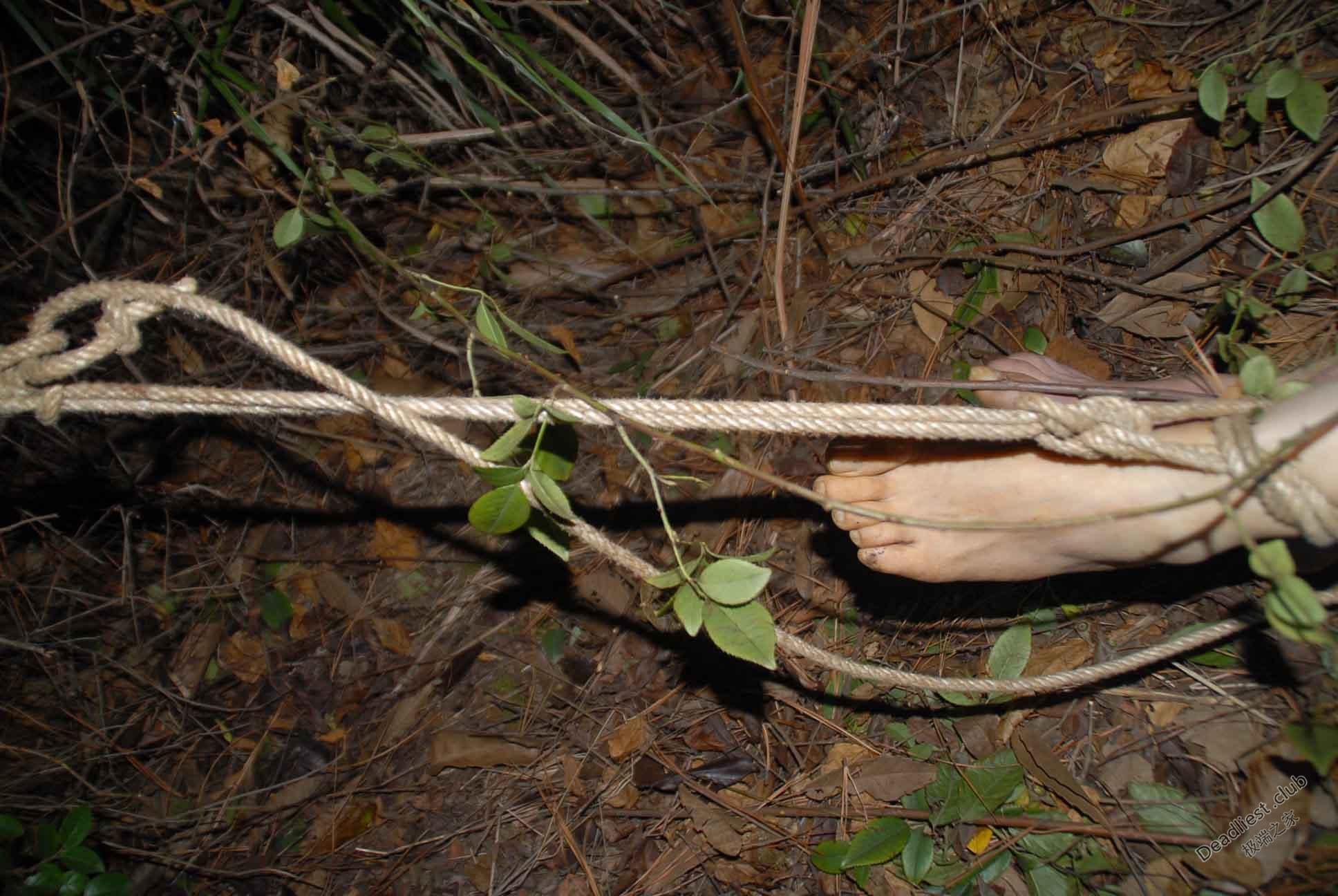 【遺体注意】詳細不明 中国の墓地で発見された若い女性の遺体、レイプ?自殺?(画像)・4枚目