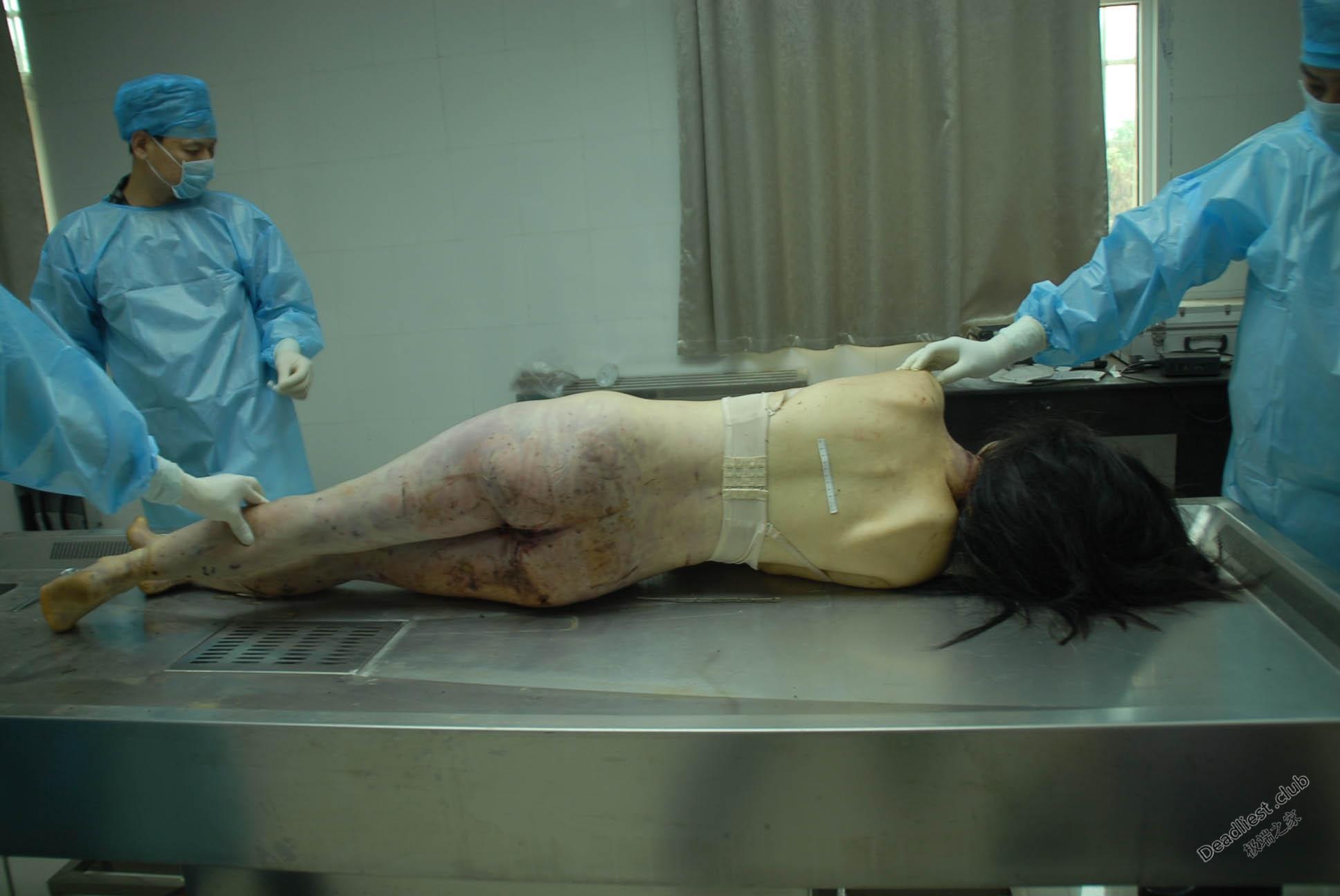【遺体注意】詳細不明 中国の墓地で発見された若い女性の遺体、レイプ?自殺?(画像)・6枚目