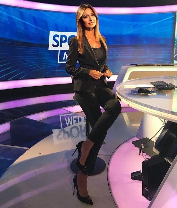 【超セクシー】イタリアで最もエロいジャーナリストSultry Signorina、セックスアピール強すぎだろ!!(画像)・3枚目