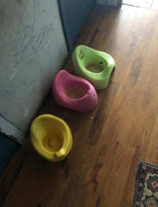 """【ネグレクト】モスクワ警察がアパートで発見したほぼ""""野生""""の子供たち、酷すぎる・・・・・(画像)・5枚目"""