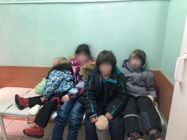 """【ネグレクト】モスクワ警察がアパートで発見したほぼ""""野生""""の子供たち、酷すぎる・・・・・(画像)・7枚目"""