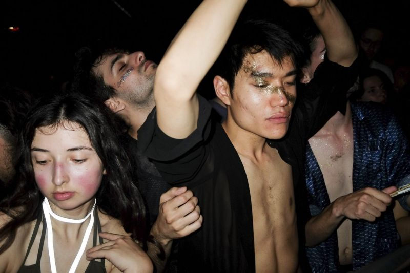 【カオス】パリのナイトクラブの様子がコチラ、日本以上にカオスだな・・・・・(画像)・30枚目