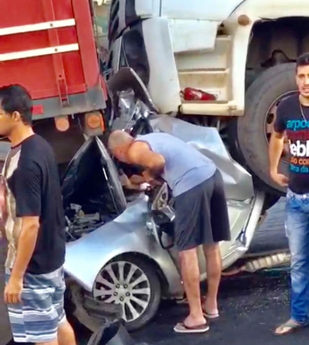 【奇跡】後ろから激突してきたトラックに数十㎝にまで圧縮されたブラジル人男性、無事生還!!(画像)・3枚目