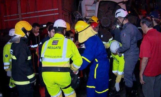 【奇跡】後ろから激突してきたトラックに数十㎝にまで圧縮されたブラジル人男性、無事生還!!(画像)・6枚目