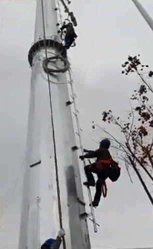 【玉ヒュン】地上50メートルの鉄塔で作業中に居眠りする中国人、心臓強すぎだろ!!(動画)・6枚目
