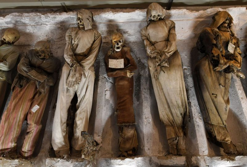 【ミイラ】合計10000体以上の遺体やミイラが眠るイタリア カプチン修道院の地下墓地、少女のミイラ生々しすぎ・・・・・(画像)・1枚目