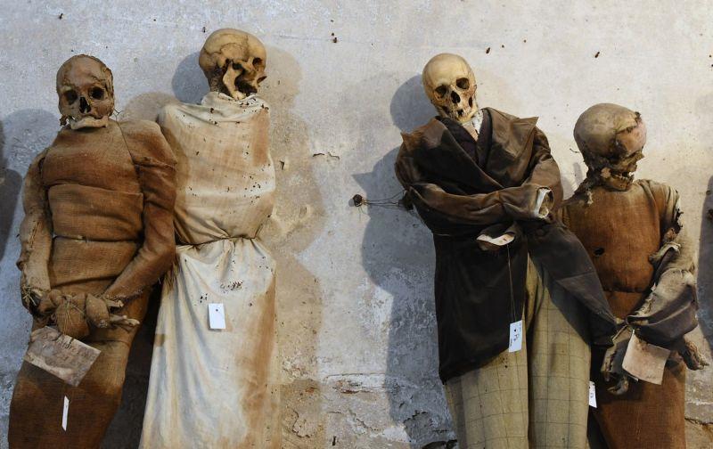 【ミイラ】合計10000体以上の遺体やミイラが眠るイタリア カプチン修道院の地下墓地、少女のミイラ生々しすぎ・・・・・(画像)・2枚目
