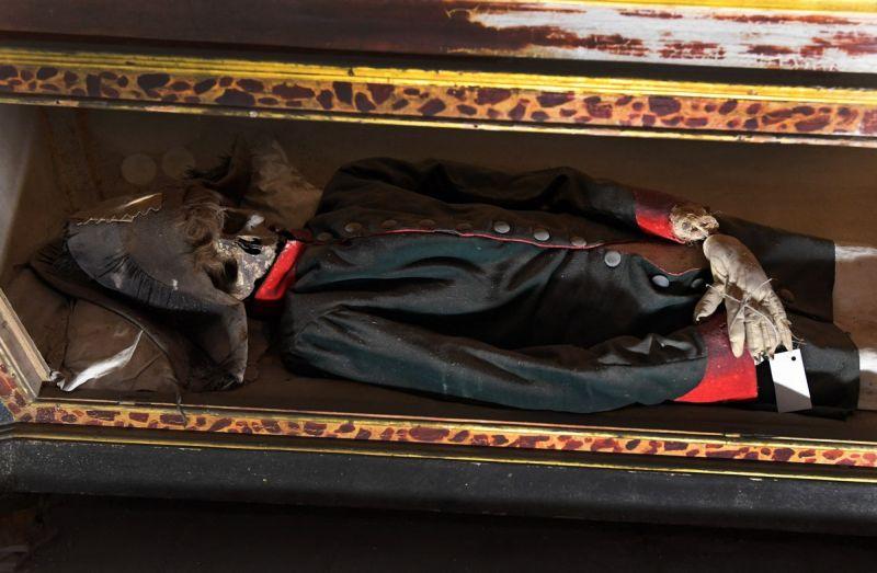 【ミイラ】合計10000体以上の遺体やミイラが眠るイタリア カプチン修道院の地下墓地、少女のミイラ生々しすぎ・・・・・(画像)・3枚目
