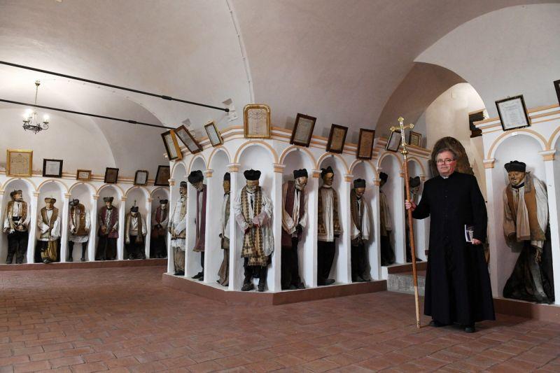 【ミイラ】合計10000体以上の遺体やミイラが眠るイタリア カプチン修道院の地下墓地、少女のミイラ生々しすぎ・・・・・(画像)・4枚目