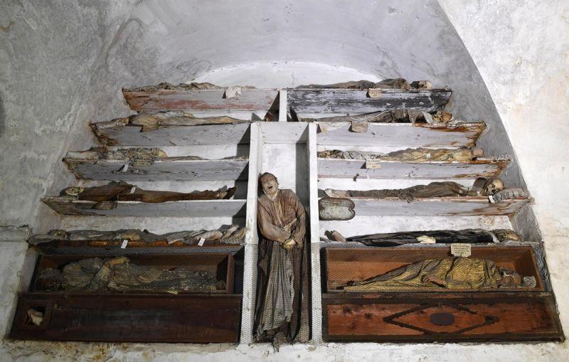 【ミイラ】合計10000体以上の遺体やミイラが眠るイタリア カプチン修道院の地下墓地、少女のミイラ生々しすぎ・・・・・(画像)・8枚目