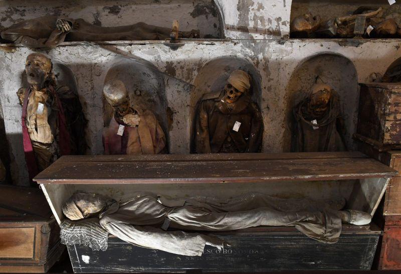 【ミイラ】合計10000体以上の遺体やミイラが眠るイタリア カプチン修道院の地下墓地、少女のミイラ生々しすぎ・・・・・(画像)・9枚目