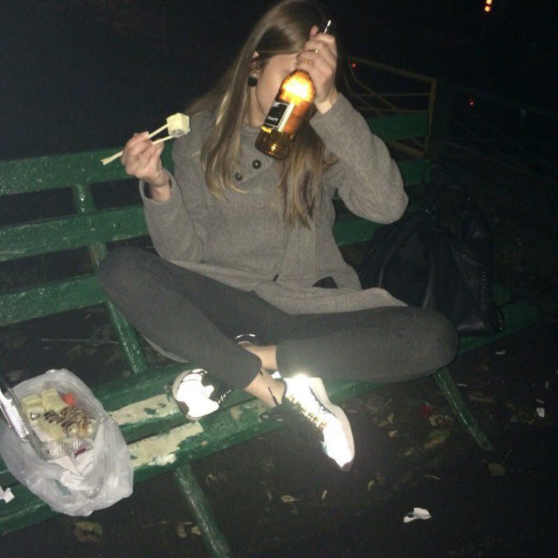 【泥酔大学生】海外リア充大学生の飲み会、日本以上にカオスな状況だな・・・・・(画像30枚)・20枚目