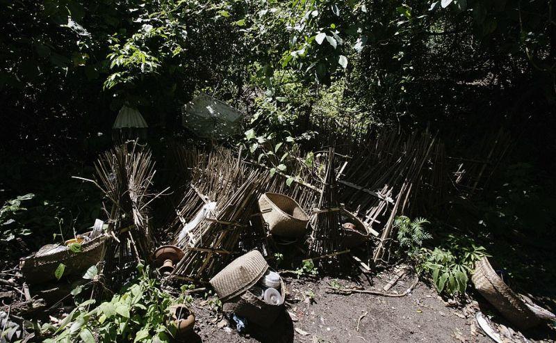 """【自然派】インドネシア バリ島のトルニャン村に伝わる""""風葬""""という埋葬方法、凄い光景・・・・(画像)・5枚目"""